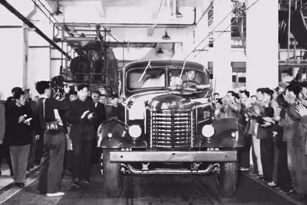 中国汽车工业风云70年